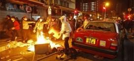 九龍旺角警民衝突 80多名員警和4名記者受傷