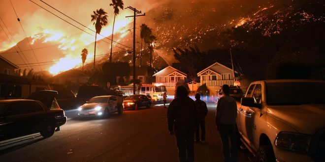 文圖拉縣突發野火 迫使27000多居民撤離