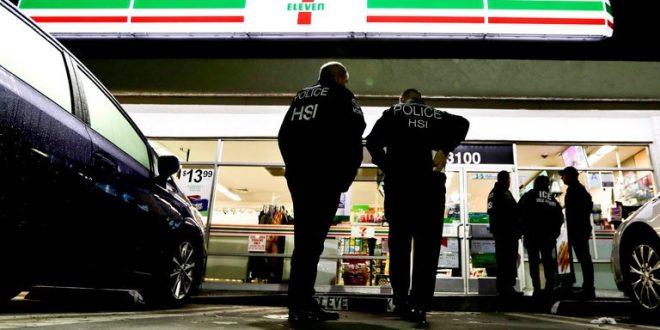 聯邦探員突襲近百家店鋪 逮捕21名非法移民