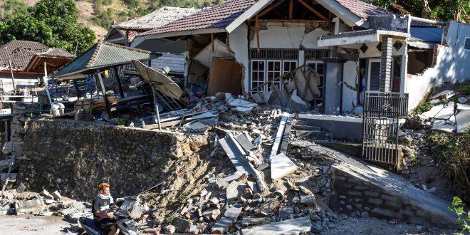 印尼龍目島強震增至98死 疏散逾2000遊客